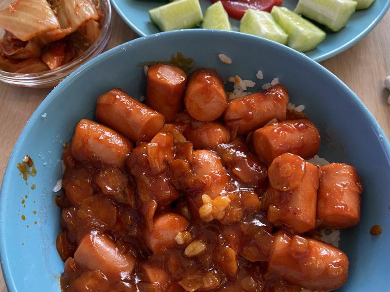 Сосиски жареные с кетчупом