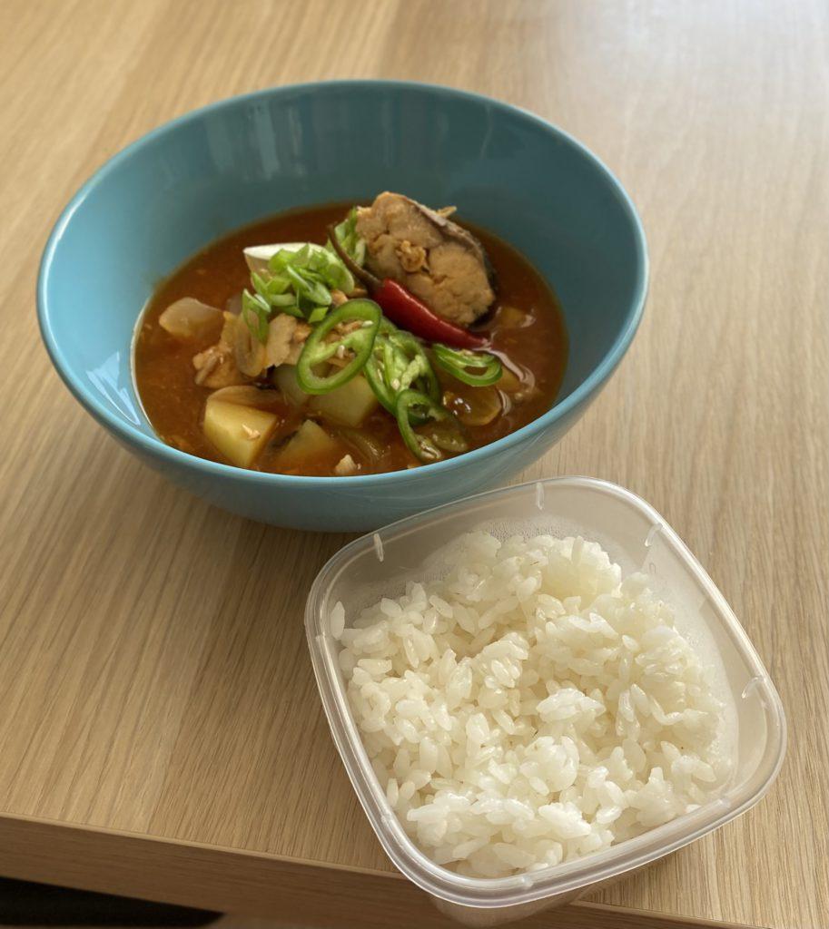 «Йоночиге» – суп с лососем с рисом